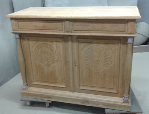Dresser in oak with a peacock motif in Bierbeek