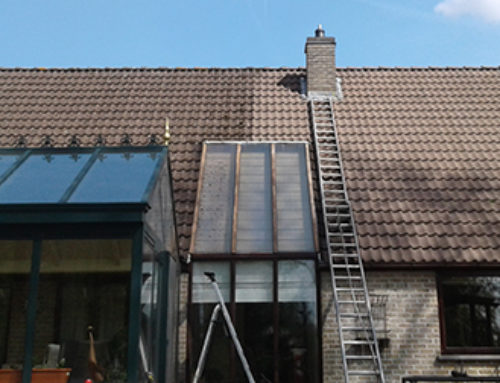 Cleaning  a roof in Jezus-Eik